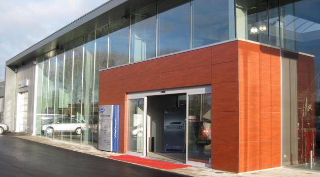 Garage Move (Brugge) - Vitrinebeglazing in dubbel hoogrendementsglas - buitenzicht