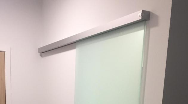 WZC Stene - glazen geharde schuifdeur met Artlite-bedrukking 'White Edge'