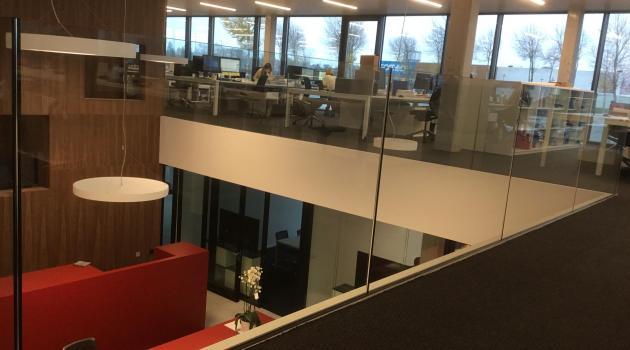 BM Engineering (Kortrijk) - Glazen balustrade in Stratobel Strong beglazing