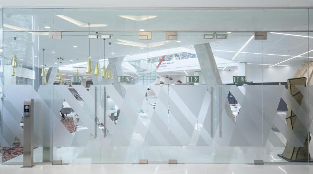 Axa bank - Glazen inkomgeheel voor Axa Brussel architect a2rc