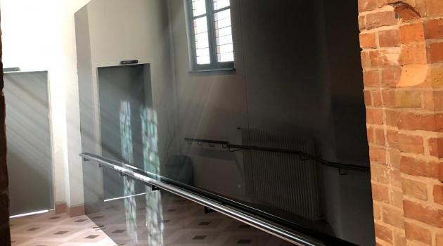 Gruuthuuse - zwarte glazen wandbekeding